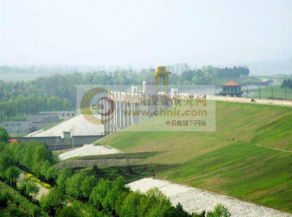 白云山森林公园位于河南省驻马店市境内,107国道,京珠高速公路从